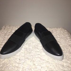 🆕♠️ Qupid Pointed Toe Slip-on Sneakers♠️🆕